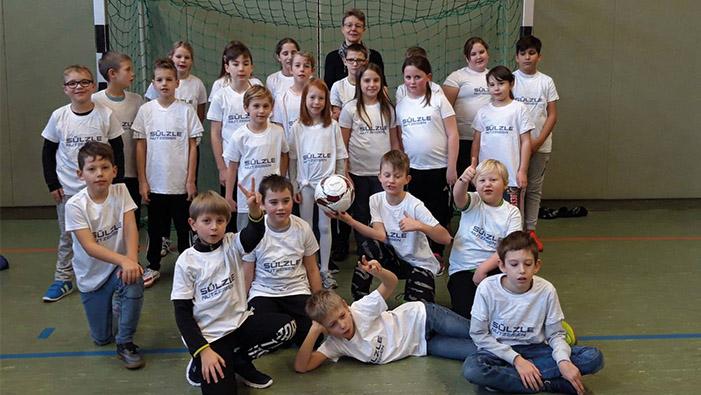 Kinderfußballtag mit Trikots von Nutzeisen