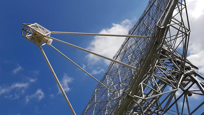 Installation d'un radiotélescope géant à Nançay